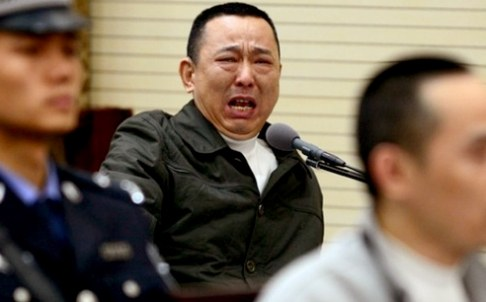 A visibly upset Liu Han on trial, courtesy of SCMP