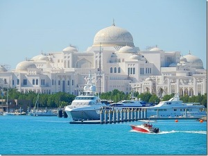 A palace overlooks Abu Dhabi Yacht Club - a high roller's playground?  Image: wavejourney.com